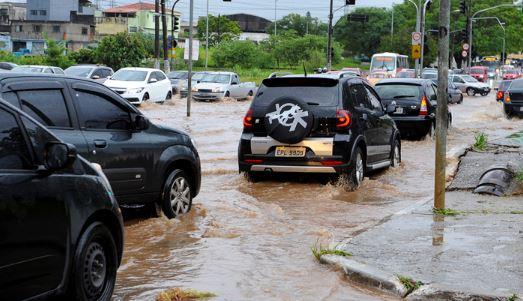 Novas tecnologias podem alertar sobre riscos de enchentes